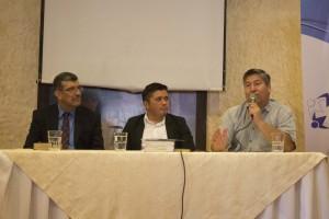 De izquierda a derecha: Pastor Lisandro, Dr. José Santos Fuentes, Vicente Coto.
