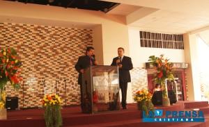 Pastor general Yuri Walberto Martínez,