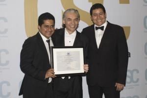 De izquierda a derecha, Roberto Tito Martínez, Maestro Benjamín Solís y Ricardo Quinteros.