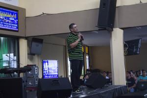 Pastor. Carlos Navas.