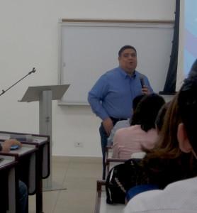 Dr. Vladimir Rivas Pastor de Ministerios COMPAZ