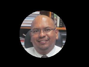 Pastor Carlos Castillo Decano de la facultad de Teología de La Universidad Cristiana de las Asambleas de Dios,