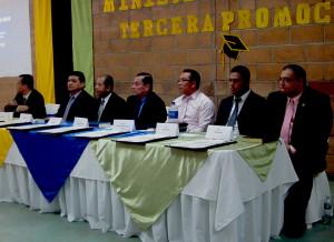 Mesa de honor (de izquierda a derecha) Pastores: Iván Aparicio, Salvador Claros, Juan González, Dagoberto Miranda, Samuel Ventura y René Durán, Jorge Serpas