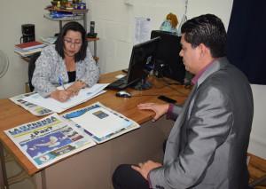 Licda. Concepción Girón, decana de la Facultad de Ciencias y Humanidades y Luis Ángel Medina, director de LPC.