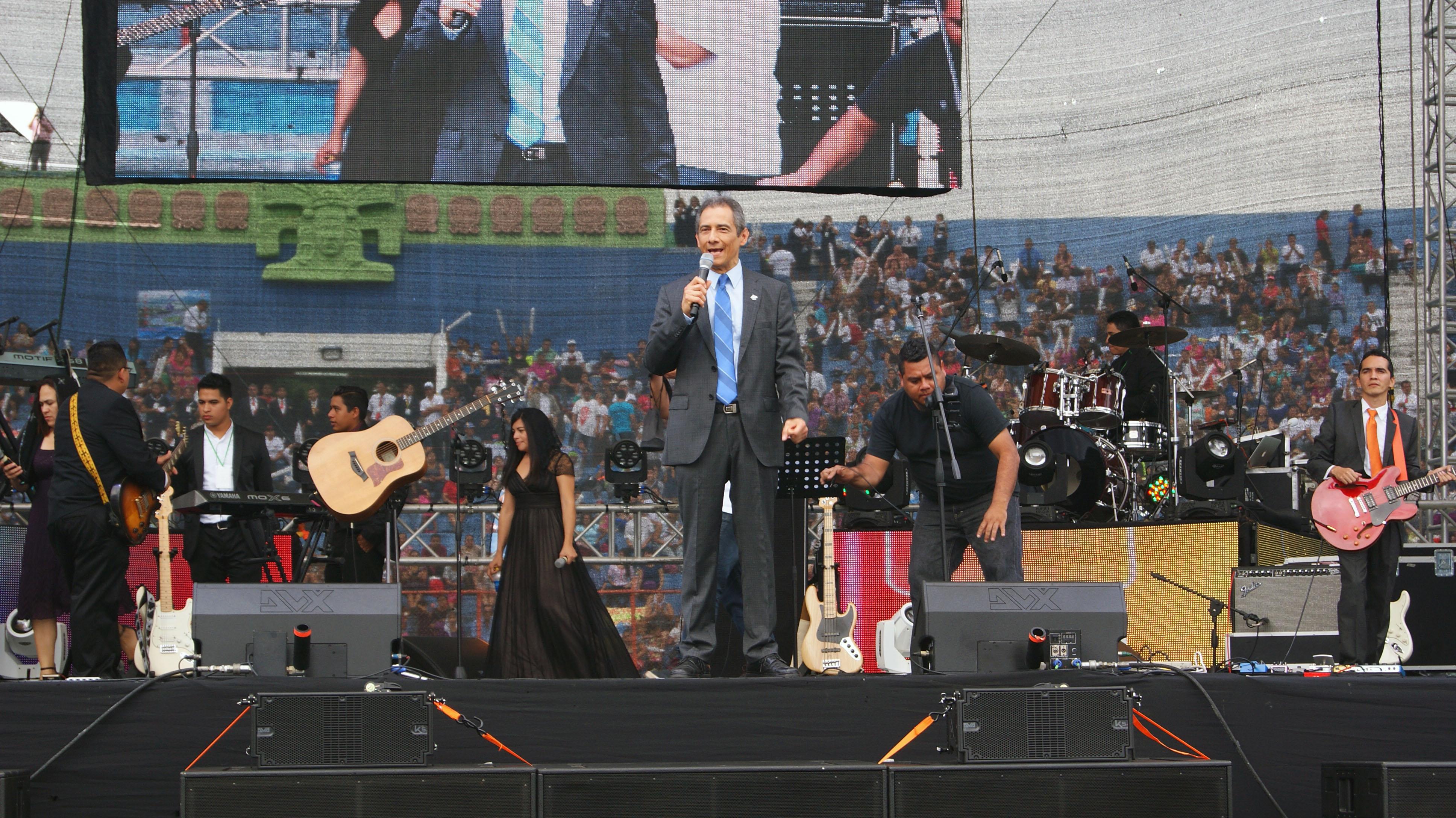 Mario Vega, Pastor General Misión Cristiana Elim