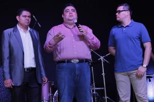 De izquierda a derecha: Luis Medina (director de LPC), Pastor Vladimir Rivas y Samuel Barraza.