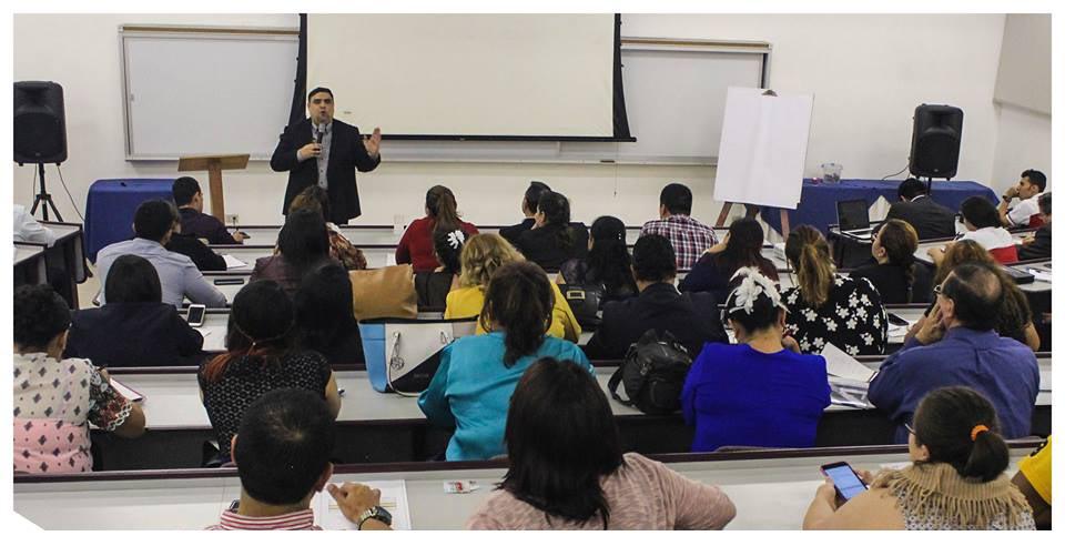 Dr. Vladimir Rivas impartiendo seminario acerca del estres