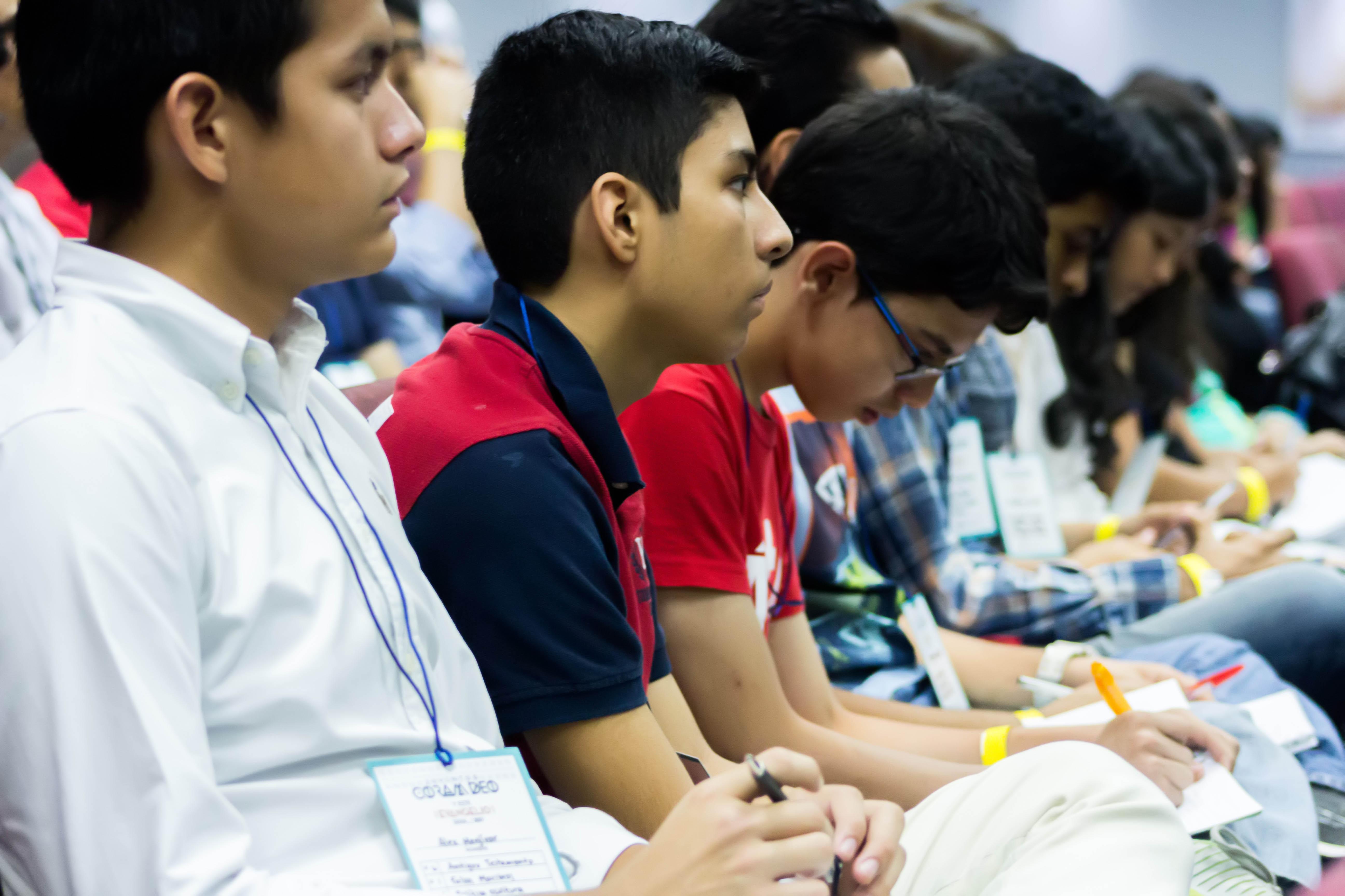 Parte de los asistentes a la conferencia