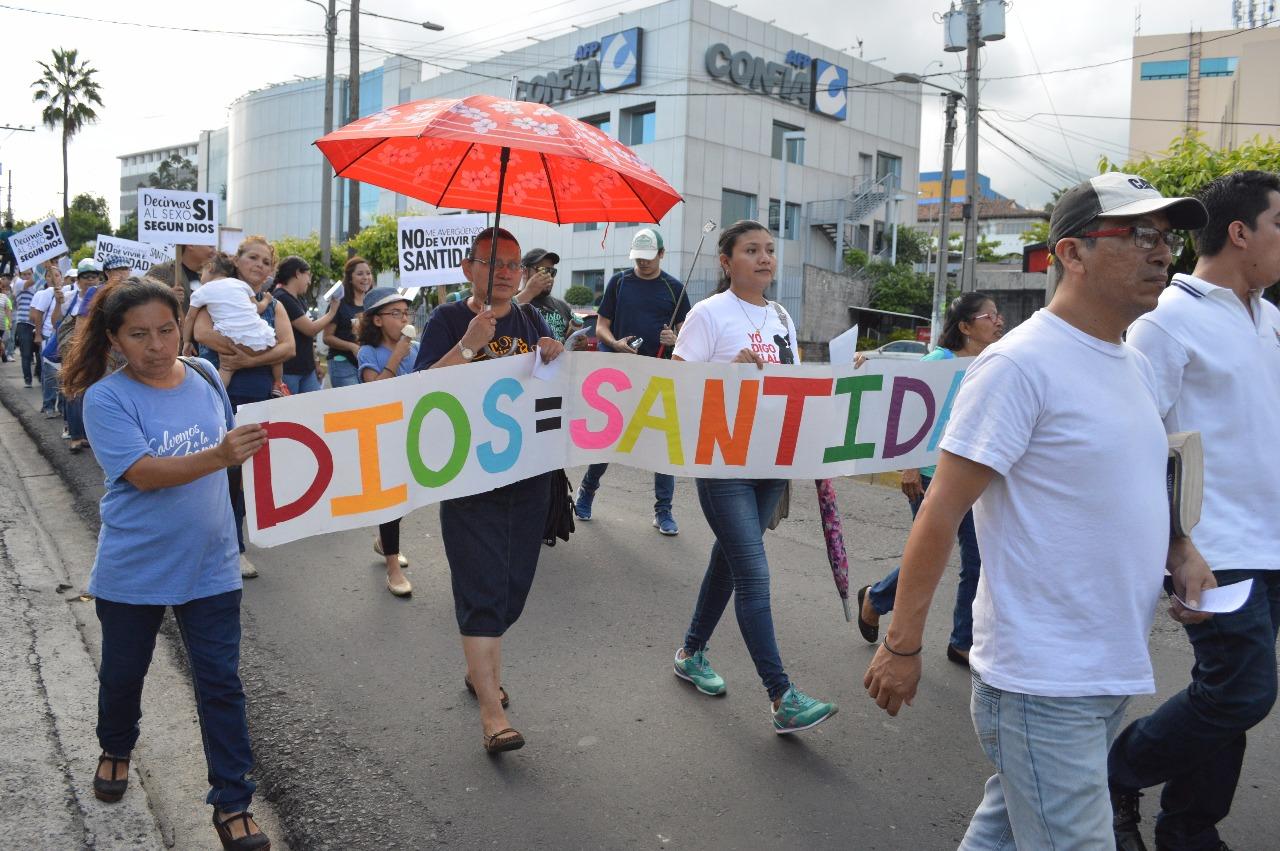 """Jóvenes en marcha, """"Imperfectamente Santos""""."""