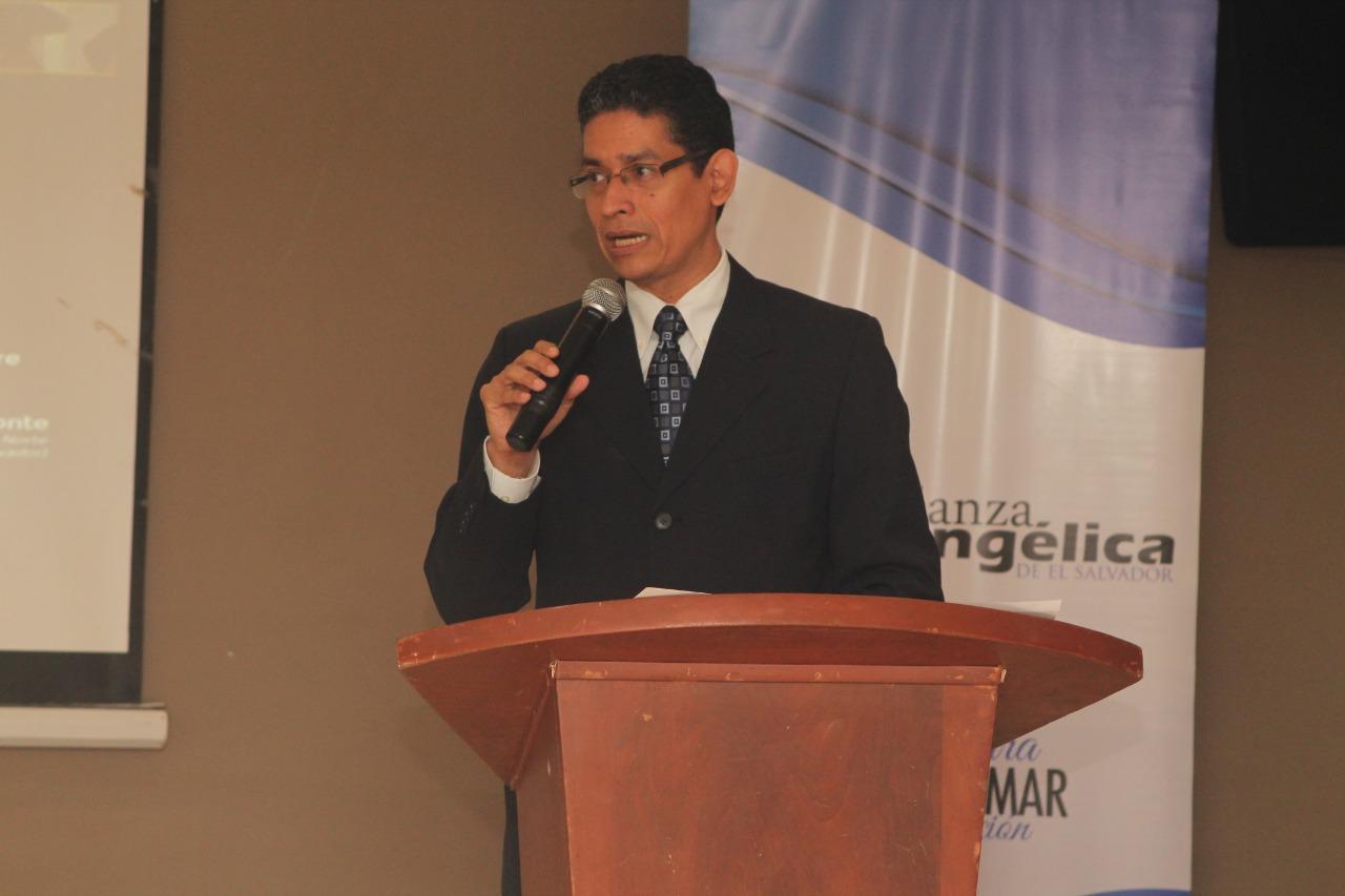 Lic. y Rev. Mauricio Castellón, nuevo presidente de Alianza Evangélica de E. S.