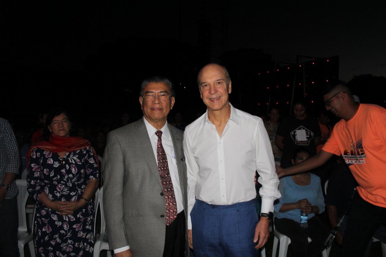 Reverendo Jeremías Bolaños superintendente de las Asambleas de Dios junto al Pastor  Claudio Freidzon
