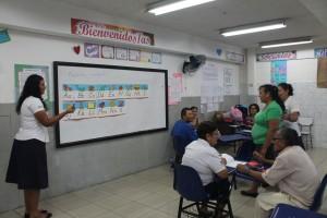 Alumnos recibiendo su clase.