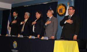 De izquierda a derecha: Lic. Mario Juárez (Decano de la Facultad de Ciencias Jurídicas), Dr. Seth Estrada (Capellán), Licda. Sonia Cortéz (Procuradora General de la República), Lic. Cesar Quinteros (Rector), y Lic. Manuel González. (Directorio Ejecutivo).